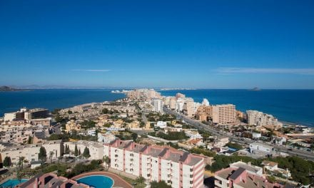 El miedo a una moratoria reactiva la construcción de 2.000 viviendas junto al Mar Menor