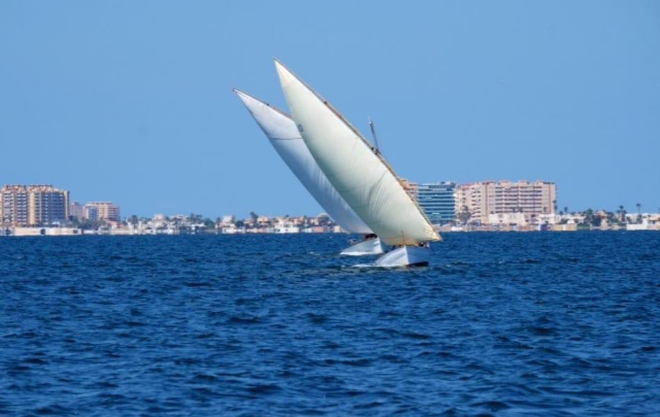 Embarcaciones de Vela Latina y calderos llenaron la Playa Carrión