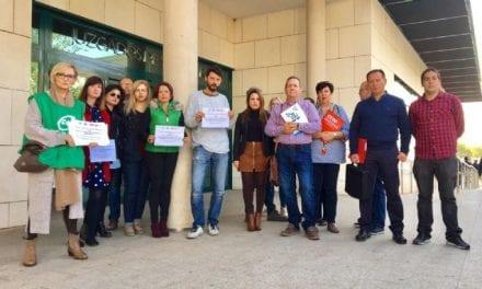 Concentración de representantes de CSIF, STAJ, CCOO y UGT en el Juzgado de San Javier