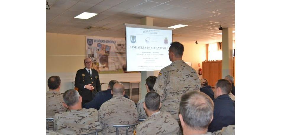 Conferencia sobre yihadismo al personal de la Base Aérea de Alcantarilla