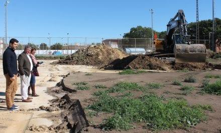 Obras en campo de fútbol en el Polideportivo Municipal de Los Alcázares