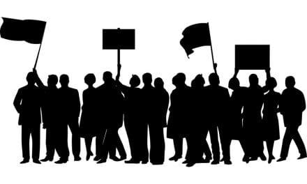 Los vecinos de Los Alcázares protestan por la falta de medidas contra las riadas