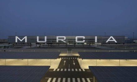 El Aeropuerto de Corvera cierra su primer año con 161.000 viajeros menos