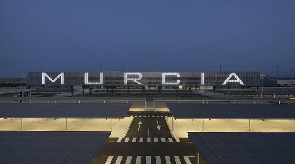 """Fernando López Miras, """"El Aeropuerto de Corvera aportará 270 millones de euros a la Región en 2020"""""""