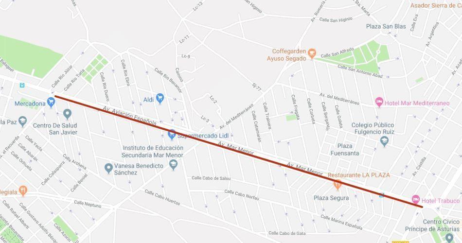 Como cruzar la Avenida de la Aviación Española en San Javier y no morir en el intento.