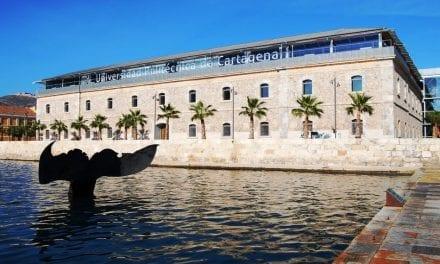La Universidad Politécnica de Cartagena se baña en el Mar Menor