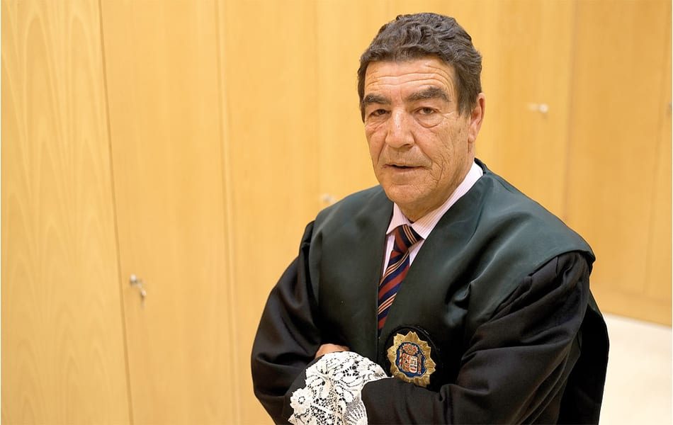 Video interesante de juez de menores de Granada, Emilio Calatayud