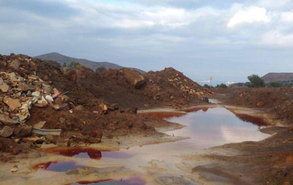 Aguas rojas desembocan en el Mar Menor