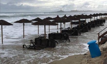 El temporal afecta en la costa, afectando especialmente a La Manga del Mar Menor