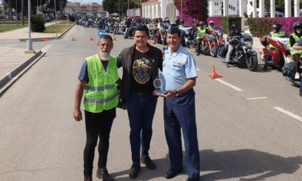 El coronel director Miguel Ivorra de AGA San Javier recibió en la Academia a la caravana de motos del Hot Rally 2019