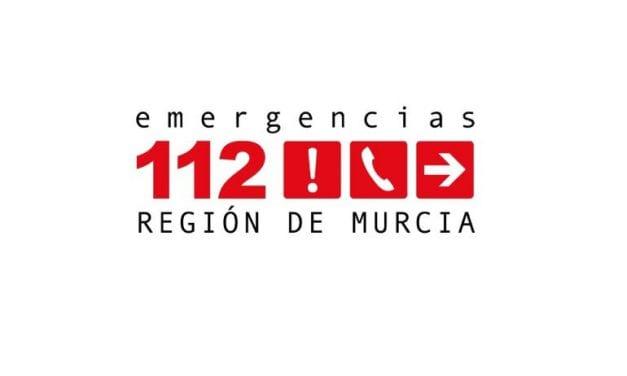 Dos heridos graves y uno leve al chocar el coche en que viajaban con la mediana y volcar en Torre Pacheco
