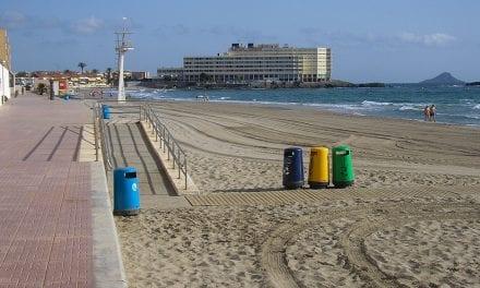Una mujer muere ahogada en la playa Galúa de La Manga