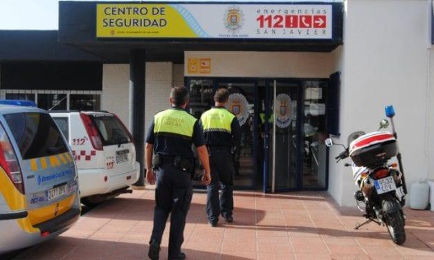 Policia local de San Javier pilla a dos personas in fraganti robando muebles de una casa de Santiago de la Ribera
