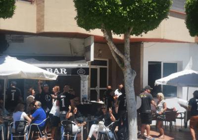 Tremen tapas Bar Santiago de la Ribera clientes amigos