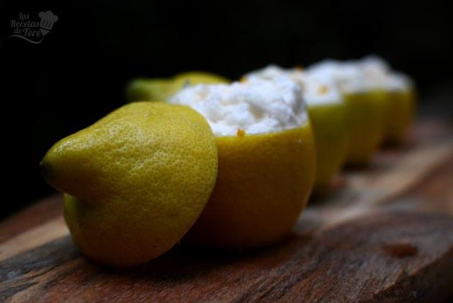 Helado mousse en su limón