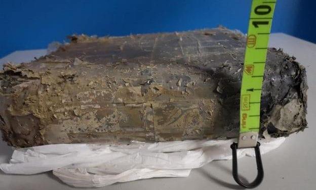 Encuentran flotando en La Manga del Mar Menor un fardo con 7,5 kilos de hachís