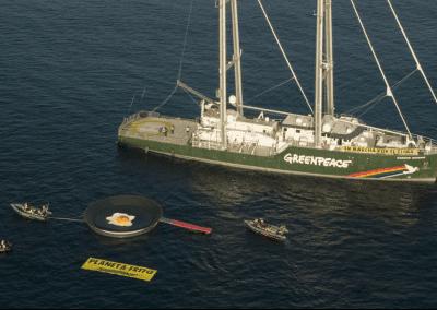 Greenpeace instala una sartén gigante en La Manga del Mar Menor para protestar contra el calentamiento global 2