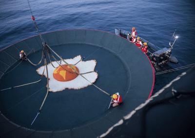 Greenpeace instala una sartén gigante en La Manga del Mar Menor para protestar contra el calentamiento global 3