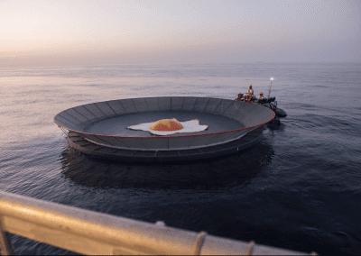 Greenpeace instala una sartén gigante en La Manga del Mar Menor para protestar contra el calentamiento global 4
