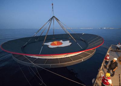 Greenpeace instala una sartén gigante en La Manga del Mar Menor para protestar contra el calentamiento global 6