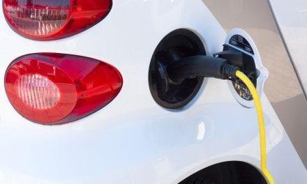 La Manga de Mar Menor estrena sus primeros postes de recarga para vehículos eléctricos