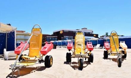Las playas de Los Alcázares listas para atender a personas con problemas de movilidad