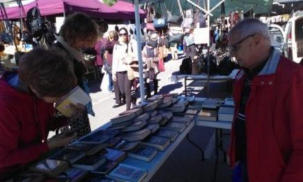 Mercado de libro. Llévate un libro gratis