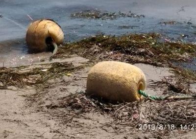 Degradación y reducción de la zona de baño en Playa de Castillicos en Santiago de La Ribera