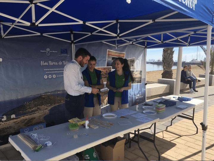 Los talleres Naturalmente Mar Menor recorre su litoral para concienciar de su cuidado y protección