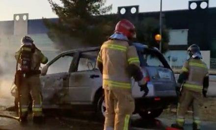 Un coche ardiendo ha generado retenciones kilométricas en la 'autovía' del Mar Menor