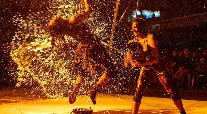Una acróbata sufre una caída en el festival de teatro, música y danza de San Javier 2019