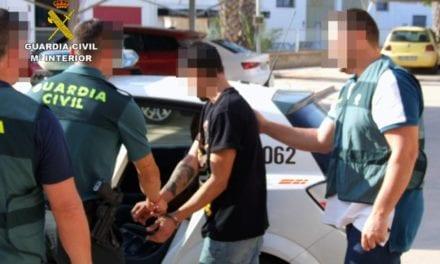 Roban en una gasolinera de San Javier y se dan a la fuga