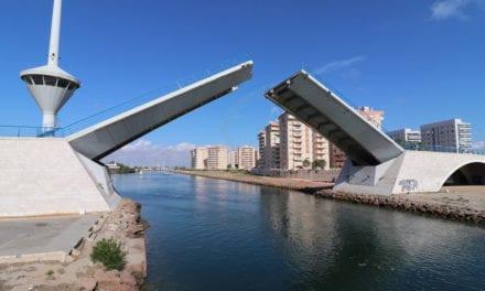 Una avería mantiene cerrado a la navegación el puente del Estacio en La Manga del Mar Menor