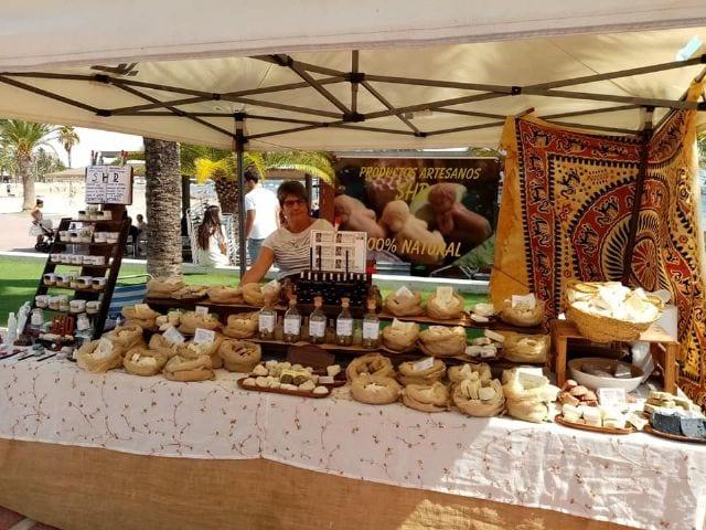 Mercado artesano del Mar Menor en Santiago de la Ribera 13 de octubre 2019
