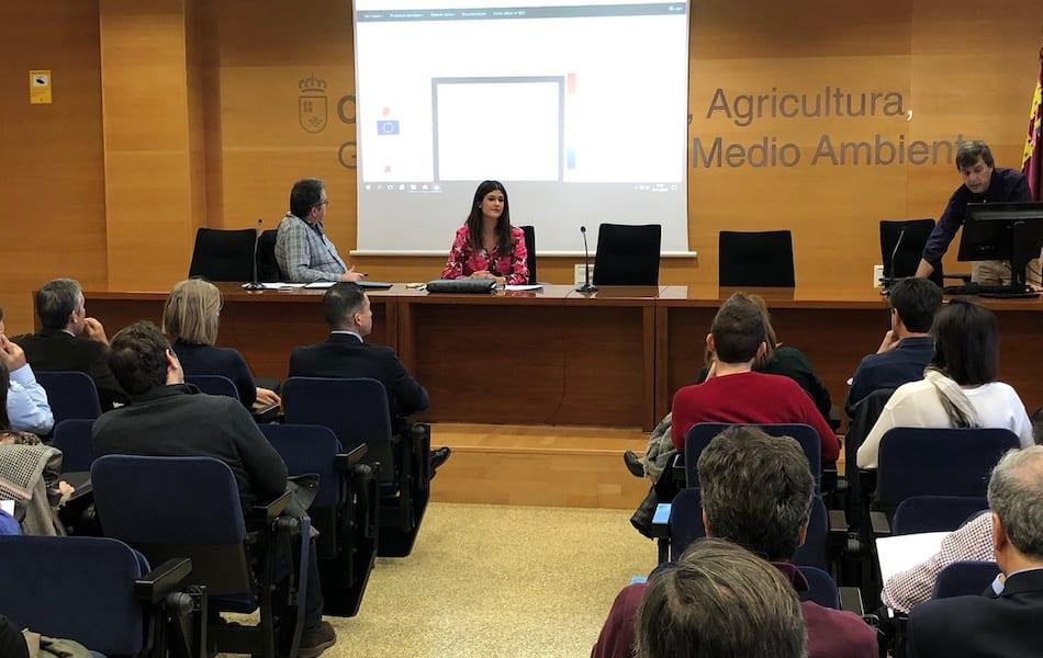 El gobierno regional de Murcia sigue pensando que el Mar Menor es una pecera que se puede limpiar y oxigenar con tuberías