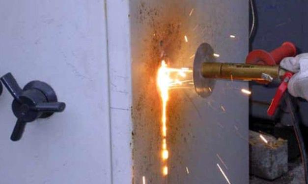 Las bandas organizadas usan para sus golpes a expertos en lanzas térmicas