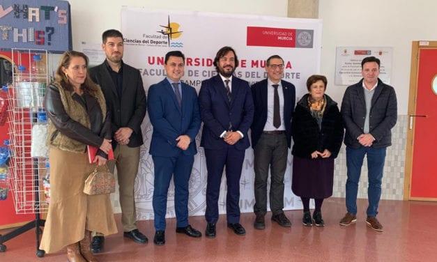 Reunión para la construcción del nuevo campo de fútbol de Santiago de la Ribera.
