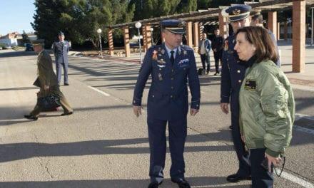 Margarita Robles confirma el contrato de compra de los 24 aviones Pilatus para AGA