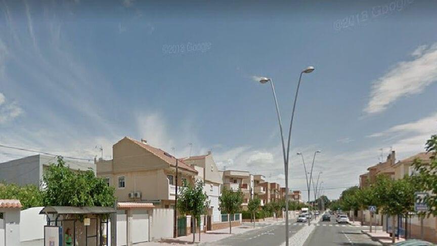 Una joven embarazada de 22 años se intenta suicidar en Santiago de la Ribera tras descubrir la infidelidad de su novio