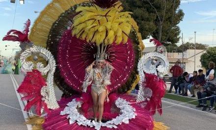 Más de 300 personas desfilaron en el Carnaval de Santiago de la Ribera 2020