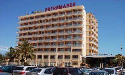 Coronavirus La Manga: El Hotel Entremares de La Manga del Mar Menor deja a 50 jubilados en la calle