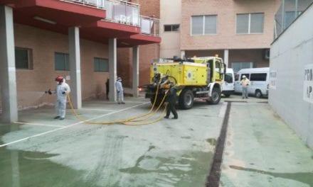 Desinfección en San Pedro del Pinatar. Las labores de limpieza están siendo realizadas por agentes forestales y agricultores