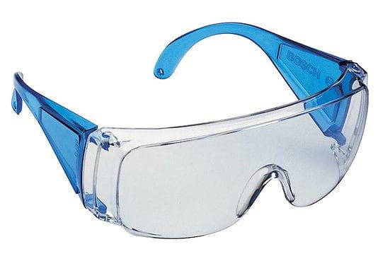 Mercadona dota a sus empleados de  gafas de protección ocular para protegerse del coronavirus