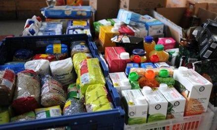 Ejército de Tierra, la Armada y Cáritas reparten sesenta toneladas de alimentos