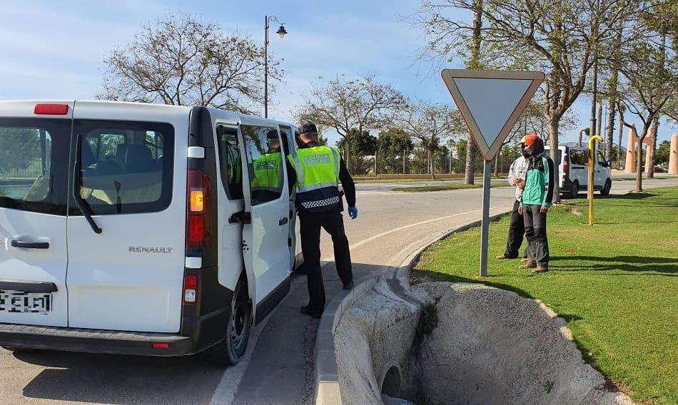 La Policía Local de Torre Pacheco descubre a 8 inmigrantes sin papeles al dar el alto a dos furgonetas
