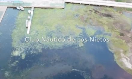 Protestas por el mal estado del Mar Menor en las inmediaciones del Club Náutico de Los Nietos