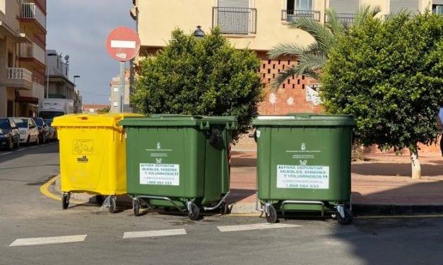 El servicio de recogida de basura renueva contenedores del centro urbano y otras zonas en San Pedro del Pinatar