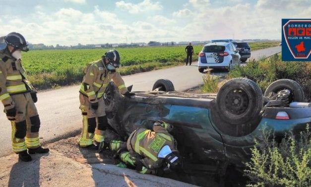 Heridos dos jóvenes de 19 y 21 años en un accidente de tráfico a las afueras de Torre Pacheco