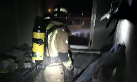 Policía Local de San Javier rescata a dos mujeres, una de ellas en estado grave, por las quemaduras sufridas en el incendio de su casa