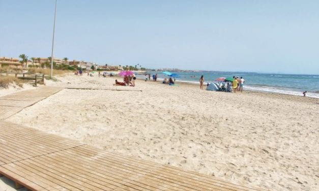 """La bandera azul ondeará este verano 2020 en la playa de El Mojón, el Puerto Deportivo Marina de las Salinas y el Centro de Visitantes """"Las Salinas"""""""